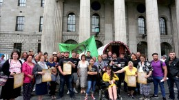 Travellers gather outside the GPO to celebrate Traveller participation in the 1916 Rising.  Photo by Derek Speirs.
