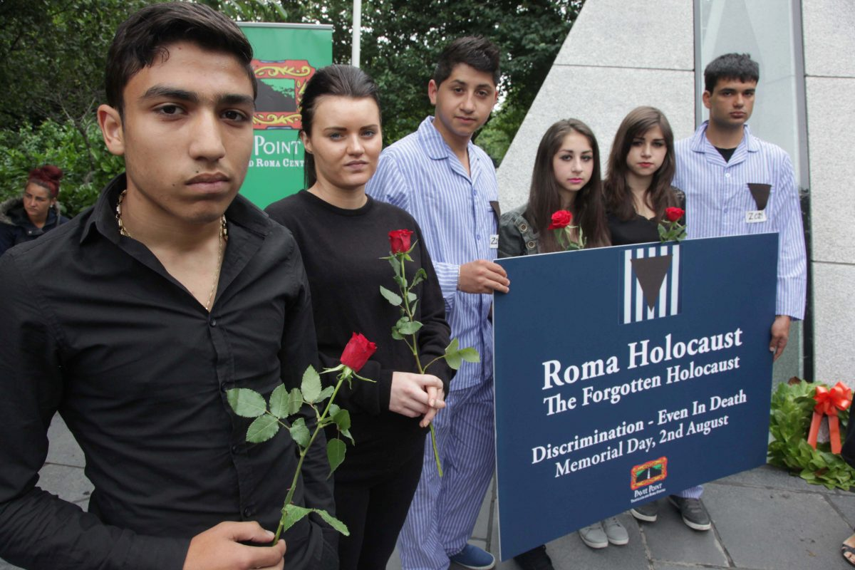 Members of the Roma & Traveller community marking Roma Holocaust Day. Pictured left to right Daniel Spirache, Cathy Lawrence, Manu Paun, Diana Paun, Bianca Paun and Jay Stanciu. ©Photo by Derek Speirs
