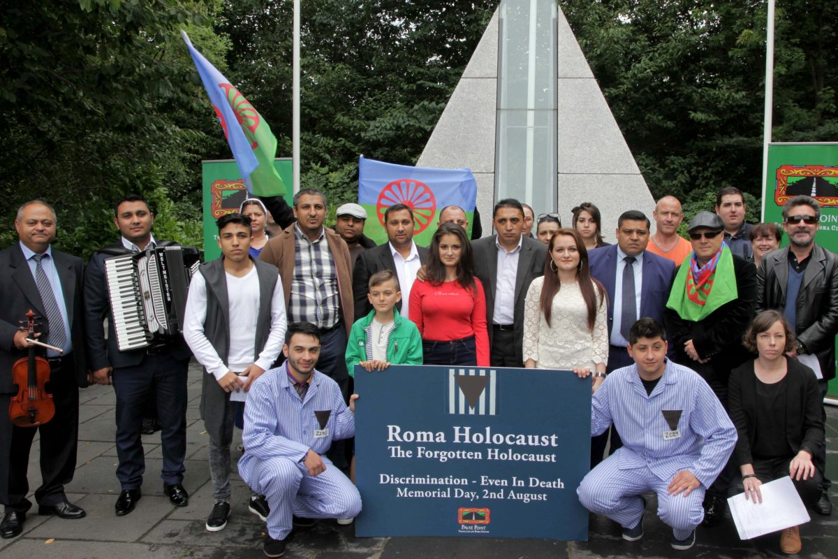 Members of the Roma community at the Roma Holocaust Memorial Event 2015. ©Photo by Derek Speirs